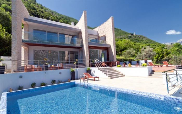 Недвижимость черногория феникс